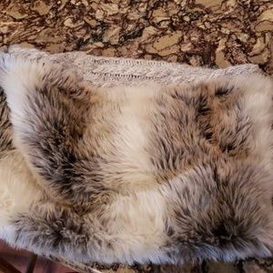 Adorable Aerie faux fur collar accessory